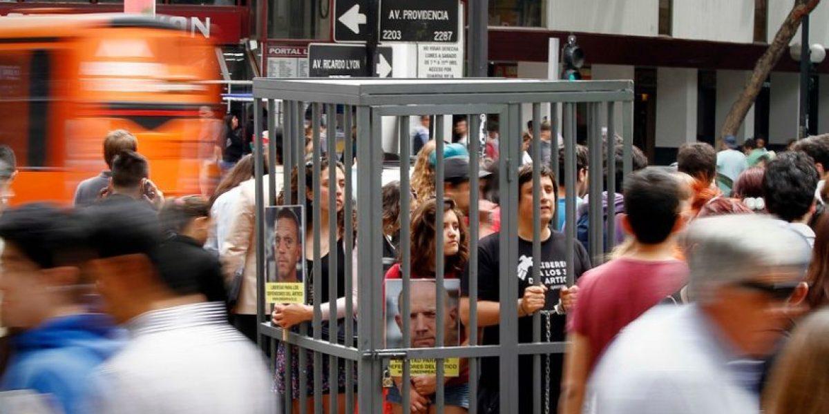 [FOTOS] Con una celda en plena calle Greenpeace Chile pide libertad para activistas