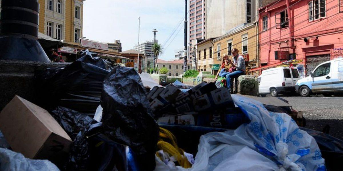 Paro provoca acumulación de 1200 toneladas de basura en Valparaíso