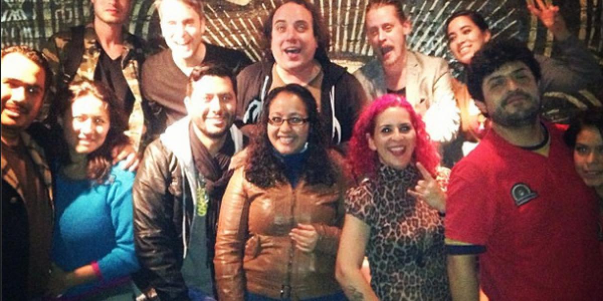 Macaulay Culkin visitó México y cantó un par de canciones en un bar