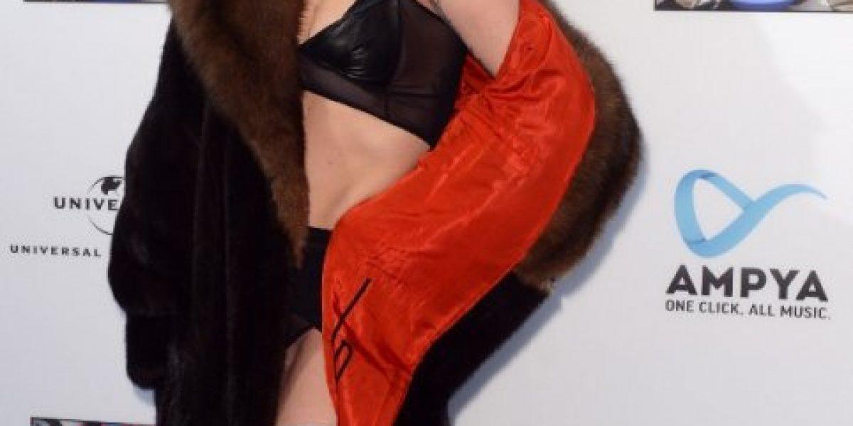 Lady Gaga aparece en Alemania con mostacho, lencería y una rara cabellera