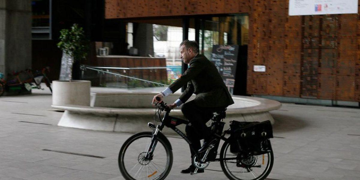 Fotos: Captan feroz caída en bicicleta de candidato Tomás Jocelyn-Holt