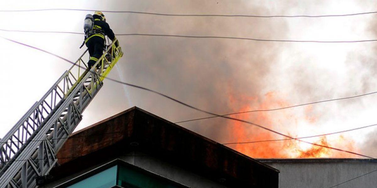 Galería: Imágenes del feroz incendio que afectó a edificio de Concepción