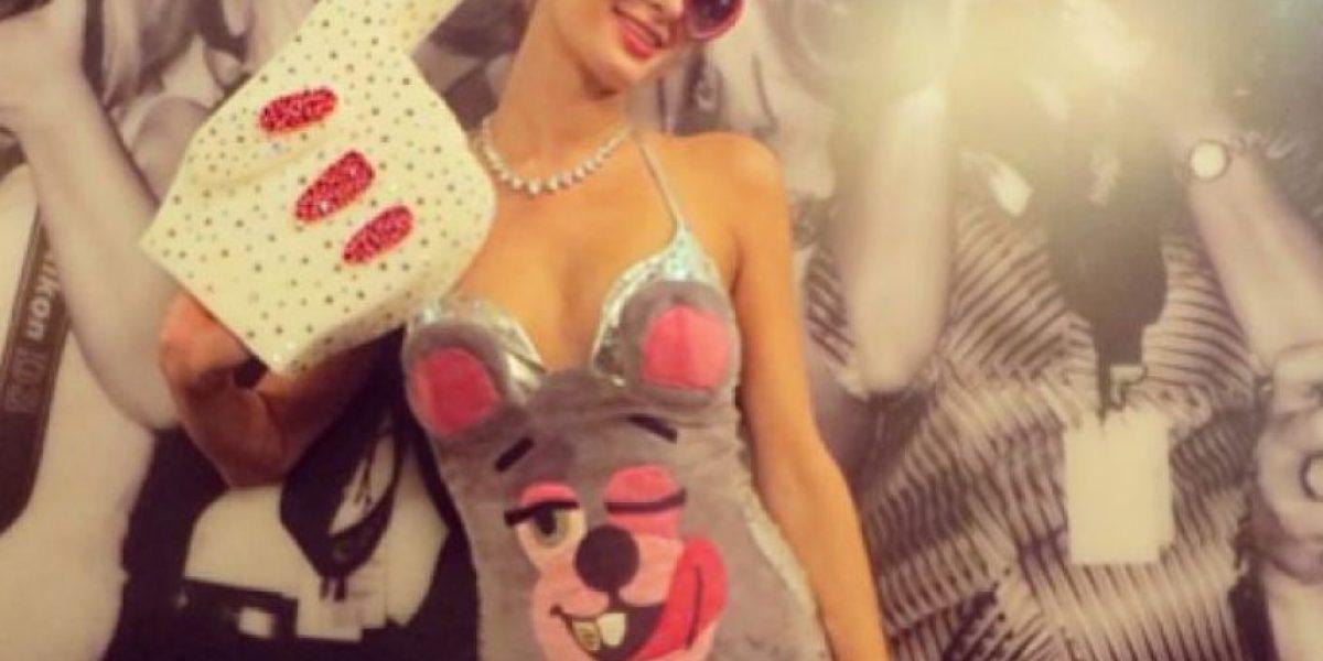 Paris Hilton se disfraza de Miley Cyrus