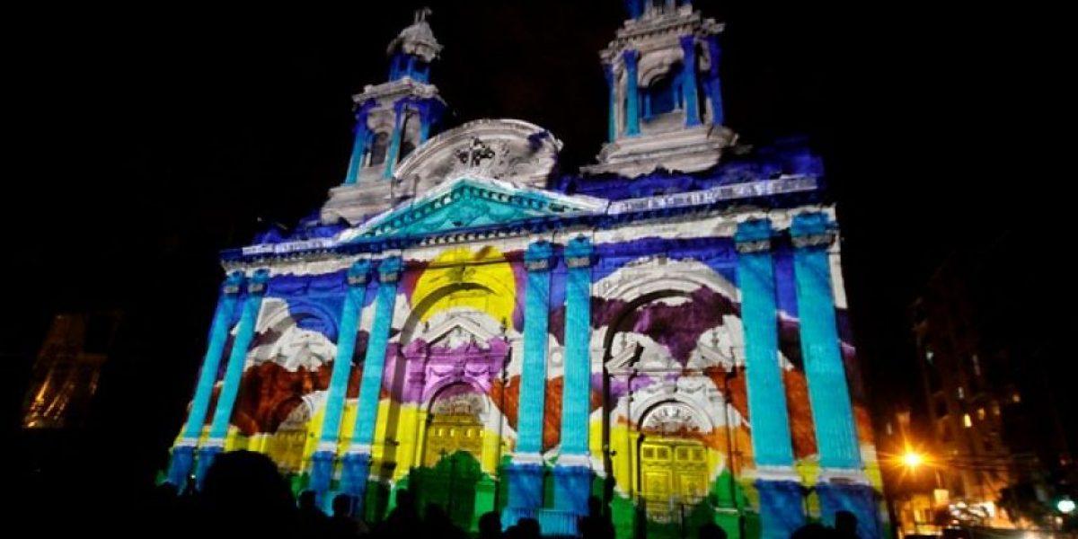 GALERÍA: La Catedral de Santiago deslumbró con impresionante show de luces