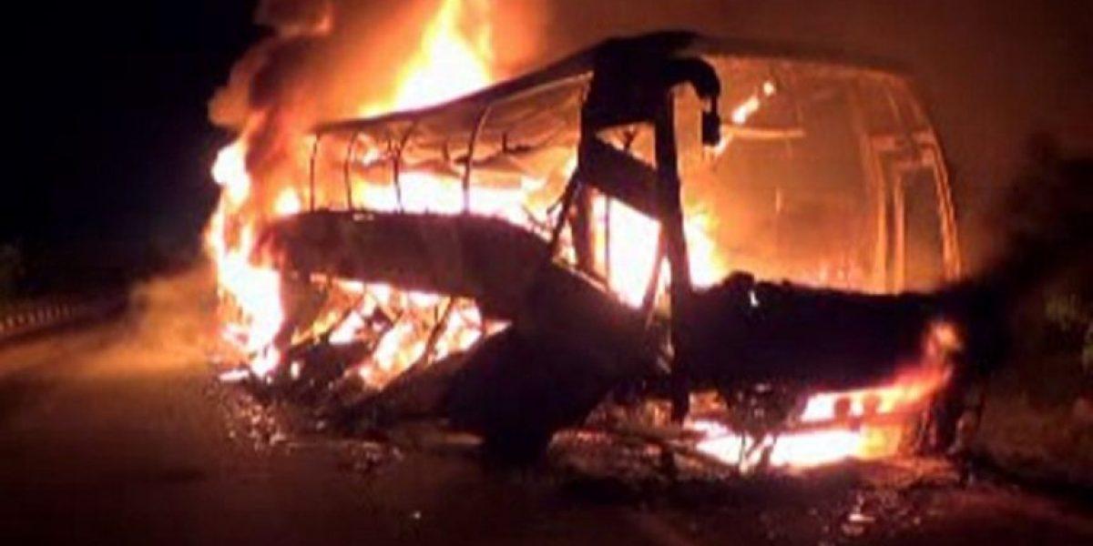 [FOTOS] Trágico accidente en India: 45 pasajeros mueren calcinados al interior de un bus