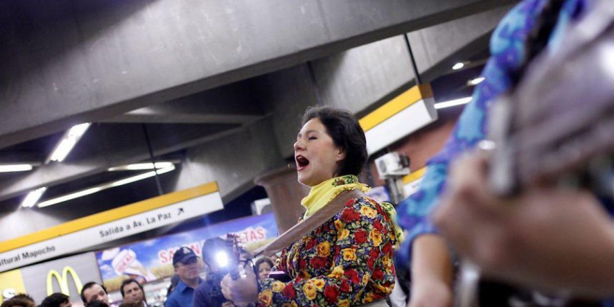 Metro celebra natalicio de Violeta Parra con música y teatro