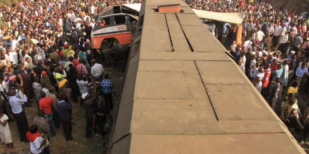 [GALERÍA] Imágenes del impresionante choque entre un tren y un bus en Kenia