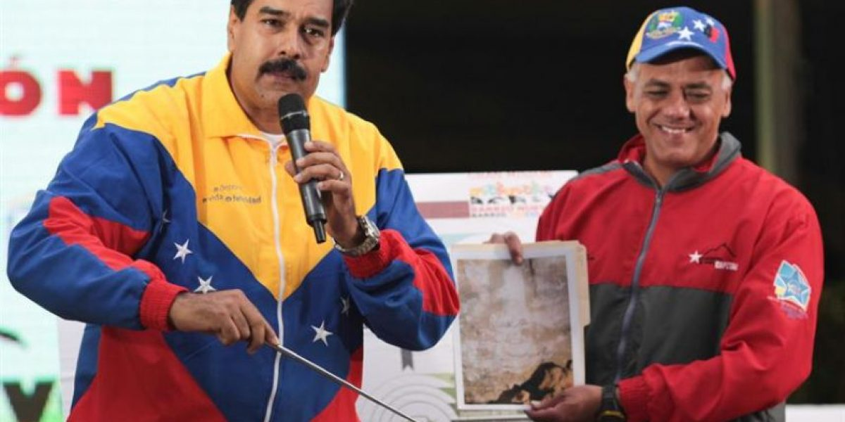 FOTOS: Maduro dice que la cara de Chávez apareció durante una excavación del metro