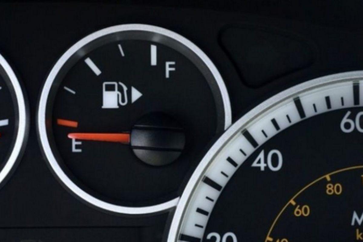 El medidor de gasolina de tu auto se encuentra del lado donde está el tanque.. Imagen Por: