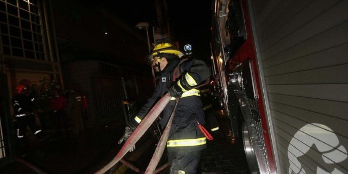 [FOTOS] Incendio en centro comercial de Estación Central obligó a evacuar el lugar
