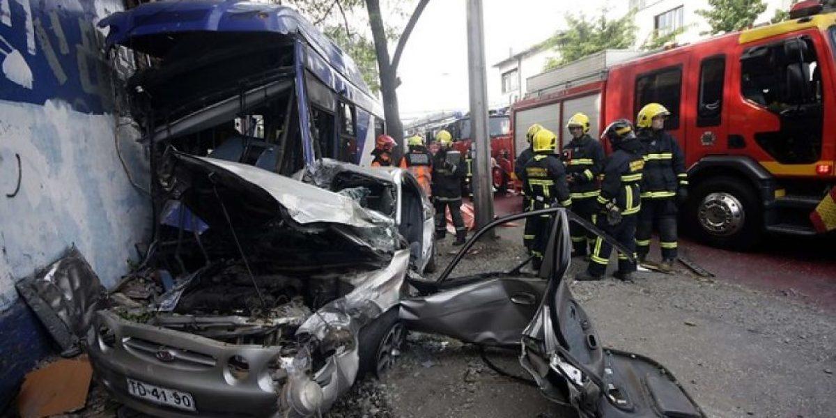 Conductora muere tras colisionar con un bus del Transantiago