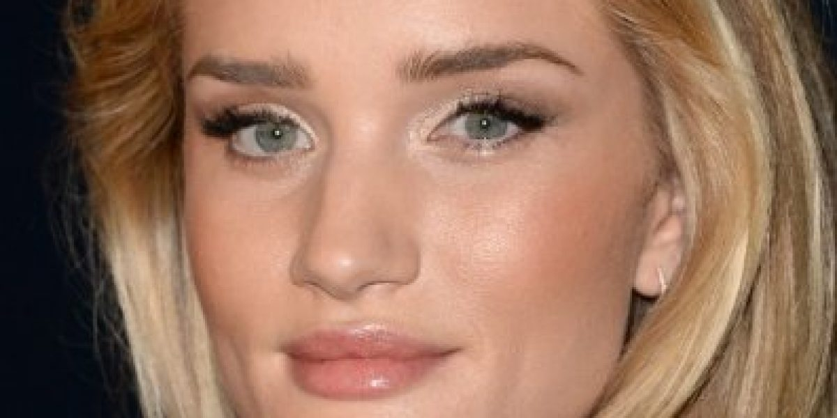 Rosie Huntington-Whiteley acapara miradas en evento
