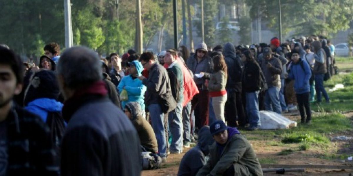 Galería: cientos de personas esperaron inicio de venta de bodega de tienda tecnológica