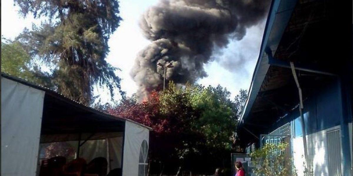 Incendio afecta a Facultad de Ciencias Médicas en Universidad de Santiago