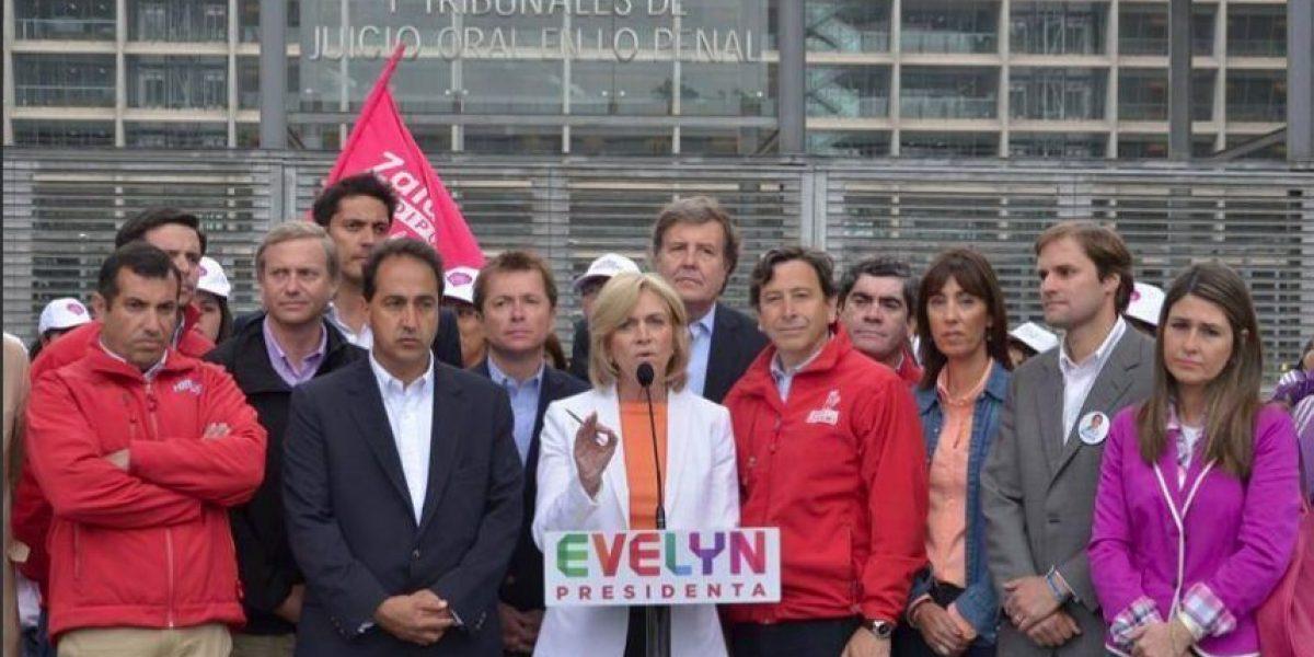 [FOTOS] Captan a comando de Matthei con curiosas caras en medio de acto de campaña