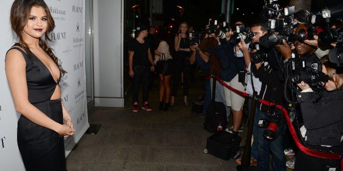 Selena Gomez impacta con provocador y osado vestido