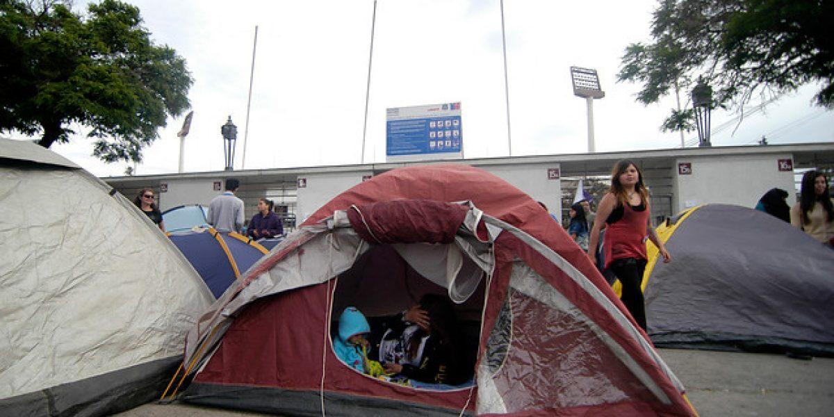 Fanáticas de Justin Bieber ya acampan en el Estadio Nacional