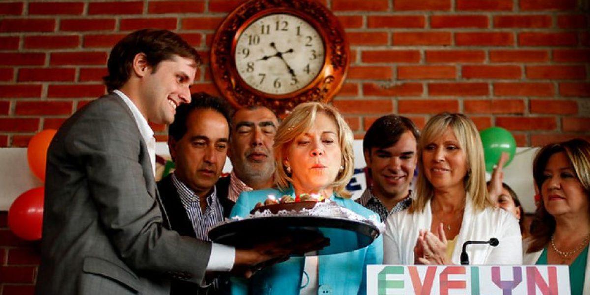FOTOS: Matthei celebra sus 60 años bailando cueca y con una llamativa torta