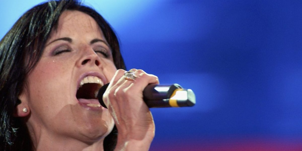 Elogian valor de vocalista de The Cranberries por confesar que sufrió abusos sexuales