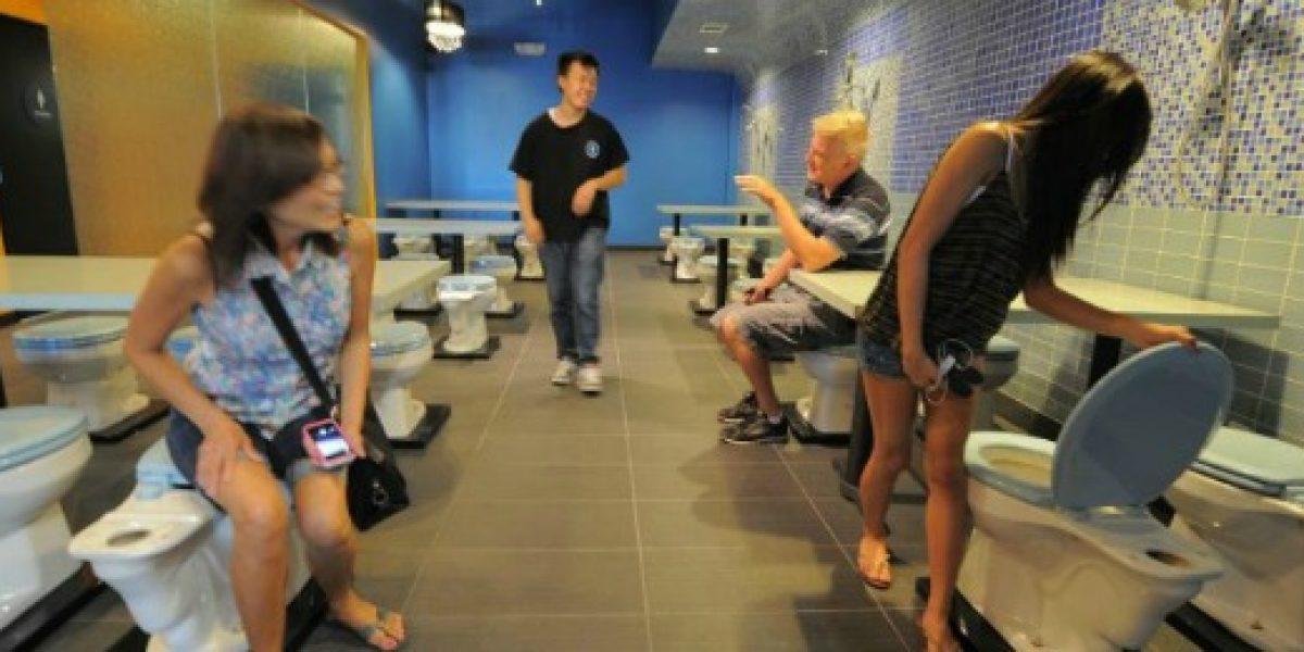 Galería: este es un restaurante donde los clientes se sientan en inodoros
