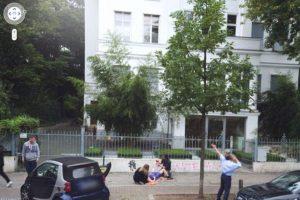 Una empleada de una agencia alemana de publicidad parece que está dando a luz en las afueras de las oficinas Foto:@VistoEnMaps. Imagen Por: