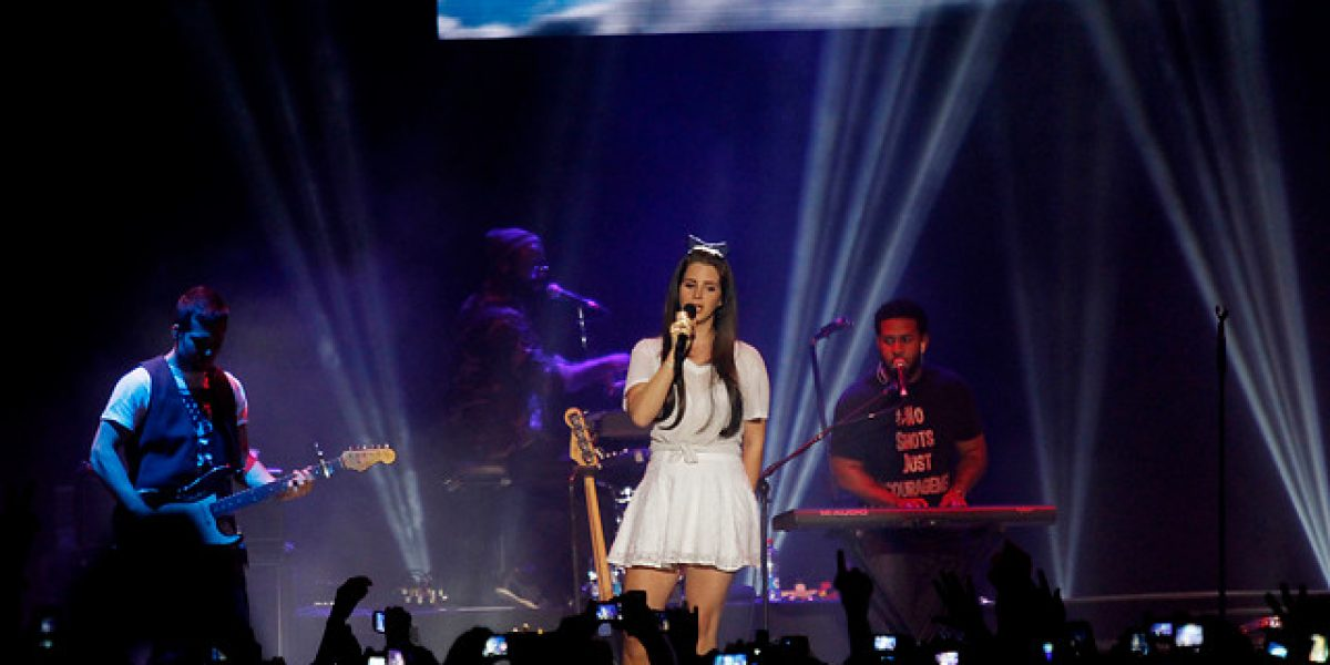Lana del Rey y su angelical debut en nuestro país