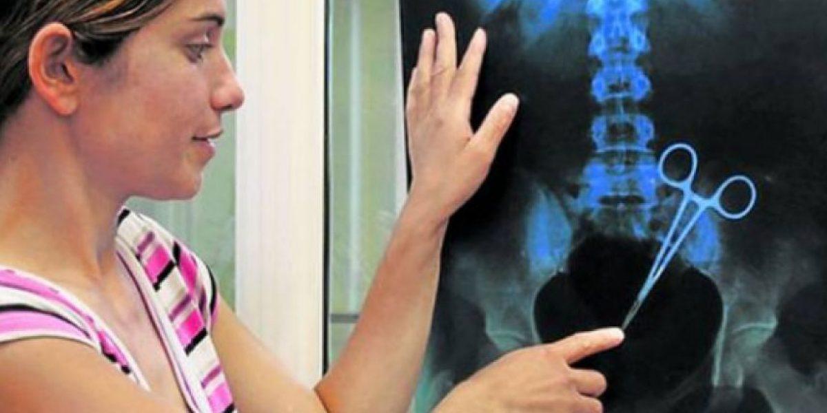 FOTOS: Médicos habrían olvidado una tijera en el abdomen de una mujer tras un cesárea