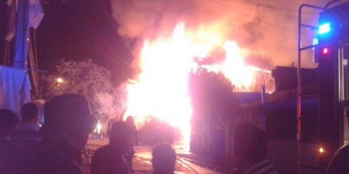 FOTOS: Feroz incendio destruye fábrica de muebles en La Granja