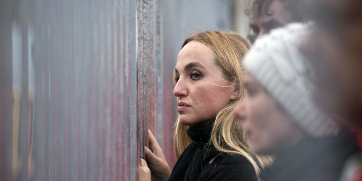 Marion Cotillard se enjaula en protesta por detención de activistas de Greenpeace