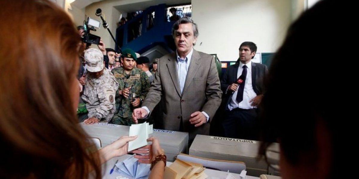Sorpresiva reaparición de Pablo Longueira para votar en las elecciones