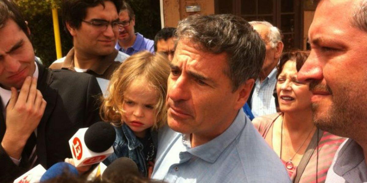 Ex candidato Velasco vota y pide una nueva ley de partidos políticos