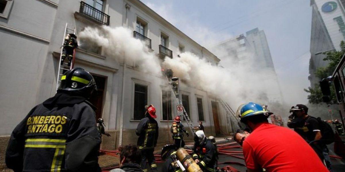 FOTOS: Voraz incendio afecta al Teatro Municipal de Santiago
