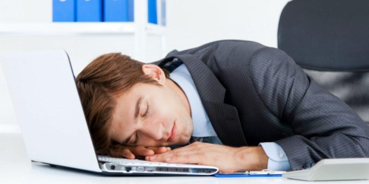 ¿Mucho sueño? Diez consejos para no quedarse dormido en la oficina
