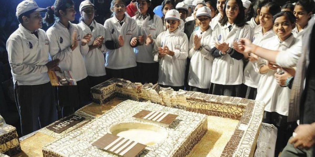 [FOTOS] Hasta con torta celebran en India el Día Mundial del Inodoro