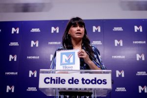 """""""Por ahora seguimos felices como cuando partimos esta campaña, pensando en que siempre íbamos a ser esa mayoría, esa campaña que liderará las votaciones, y la seguimos liderando"""". Javiera Blanco, vocera del comando de Michelle Bachelet. Foto:Agencia Uno. Imagen Por:"""