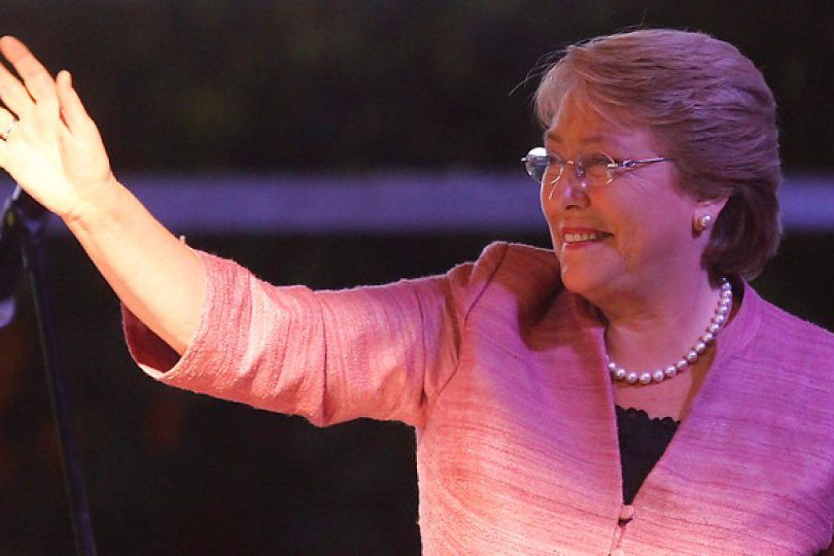 """""""Ganamos esta noche y vamos a trabajar para ganar ampliamente en diciembre y no tengo dudas de que lo vamos a lograr"""". Michelle Bachelet. Foto:Agencia Uno. Imagen Por:"""