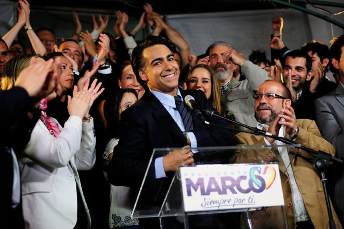 """""""Seguiré luchando, ningún mes de noviembre, ninguna encuesta, ningún lugar en una elección derribará a mi hambre de renovar la política y con alegría quiero decirles que hoy ya partimos trabajando temprano y ya estamos discutiendo el día de mañana cómo seguimos fortaleciendo el desafío por la Asamblea Constituyente"""". Marco Enríquez-Ominami. Foto:Agencia Uno. Imagen Por:"""