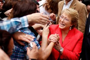 Michelle Bachelet (Nueva Mayoría): 3.070.012 votos es igual a $2.109.098.244 Foto:Agencia Uno. Imagen Por:
