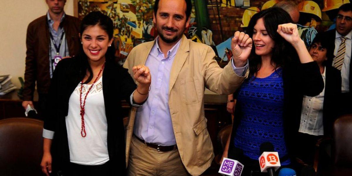 [Fotos] Karol Cariola y Camila Vallejo visitan el Congreso: