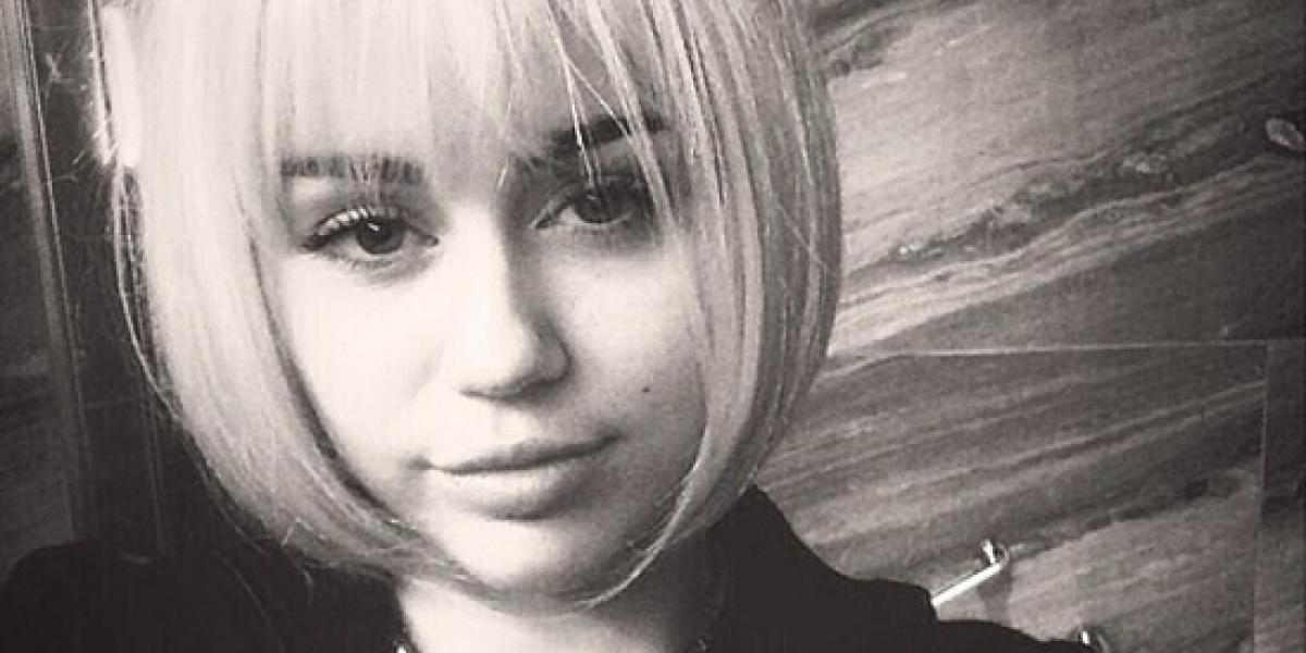 ¿Sin cejas? Miley Cyrus se va de fiesta con Miranda Kerr