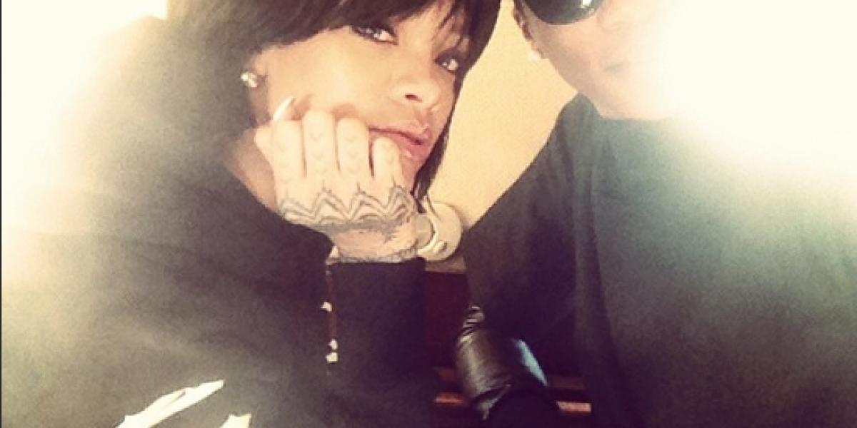 Camaleónica: Rihanna estrena nuevo look