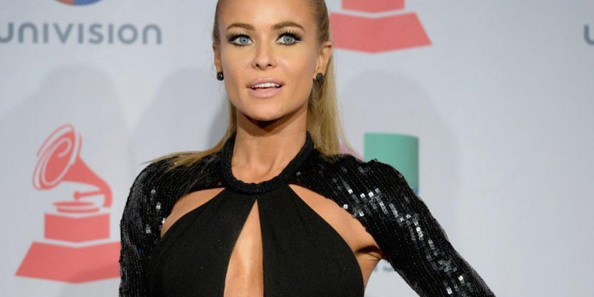 Carmen Electra sorprende con escote de infarto en los Grammy Latino