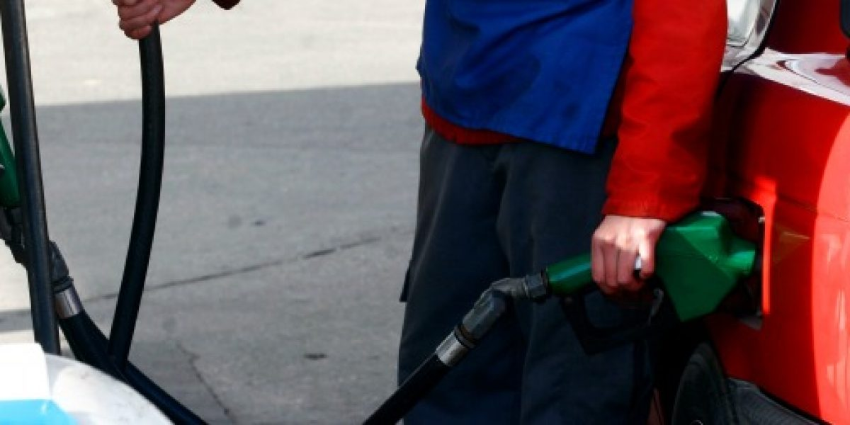 Una fuerte alza tendría el precio de las bencinas el próximo jueves