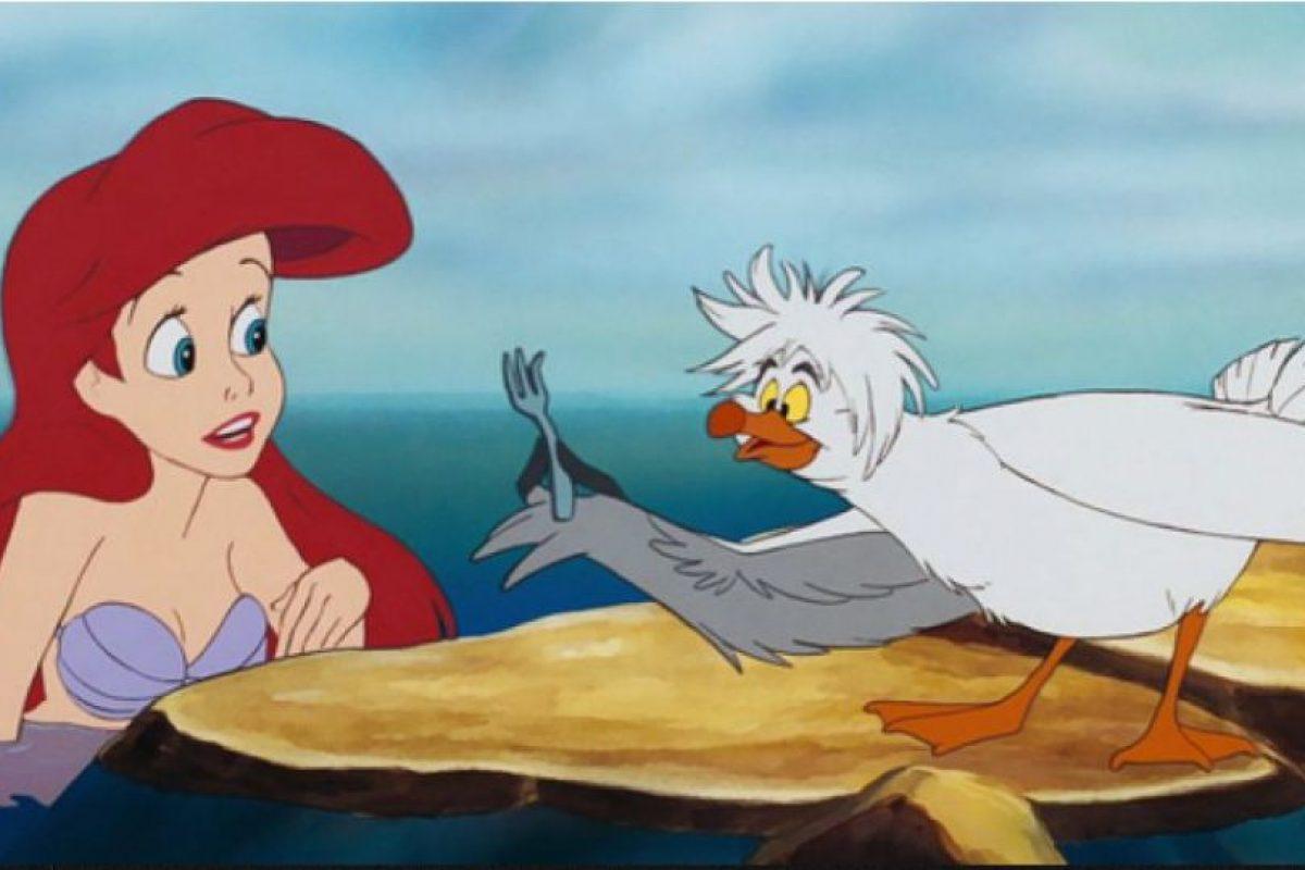 Foto:16. Ariel (La sirenita). Si lo piensas, Ariel no es tan brillante. Ella se creerá todo lo que alguien le diga. Además, tenemos que asumir que es analfabeta porque ¿no solucionaría muchos problemas si pudiera escribirle notas al Príncipe Eric para explicarle todo? Foto: Buzzfeed. Imagen Por: