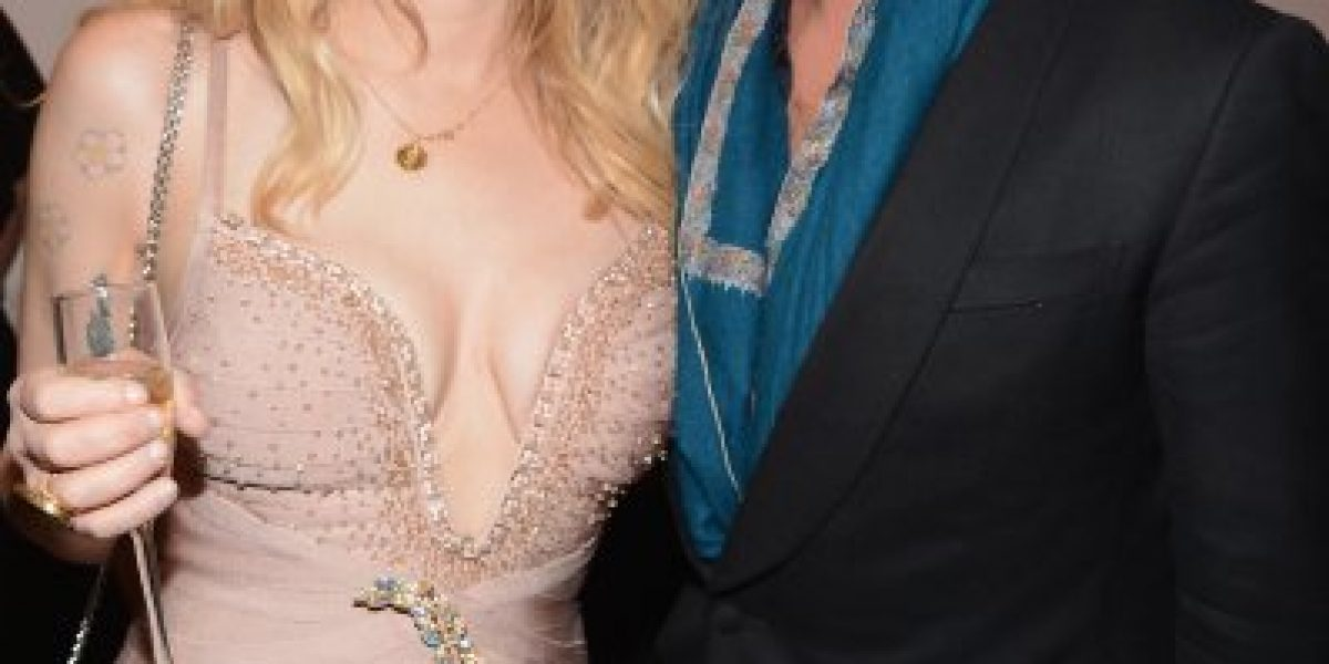 Courtney Love se luce en alfombra roja de Nueva York