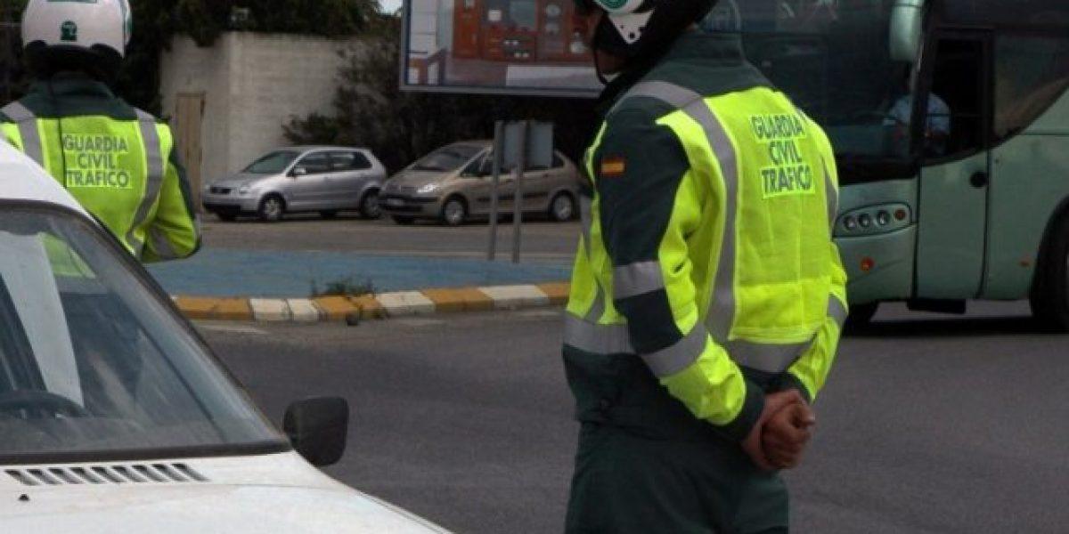 Acosan a policías españoles por no pasar suficientes multas