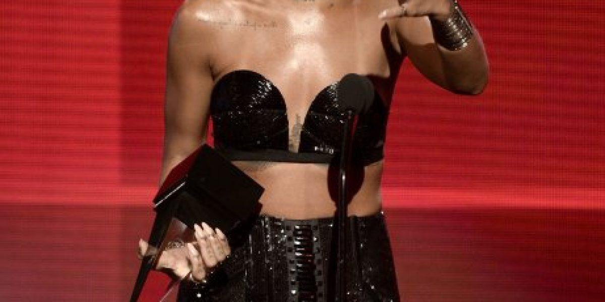 Rihanna se emociona con premio