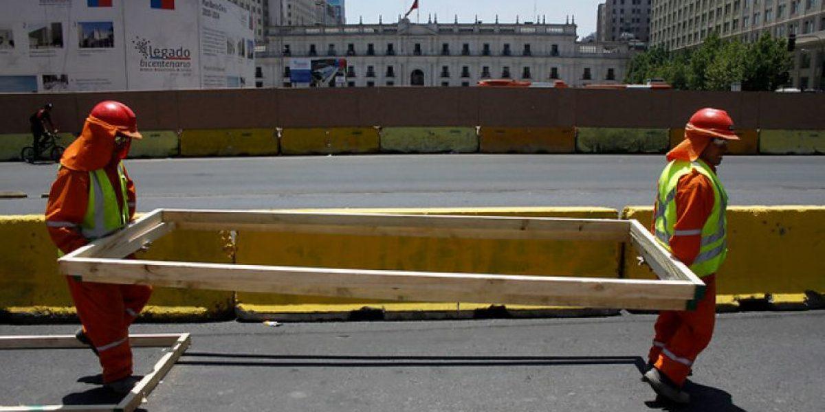 FOTOS: Realizan cierre parcial de pistas de la Alameda por obras frente a La Moneda