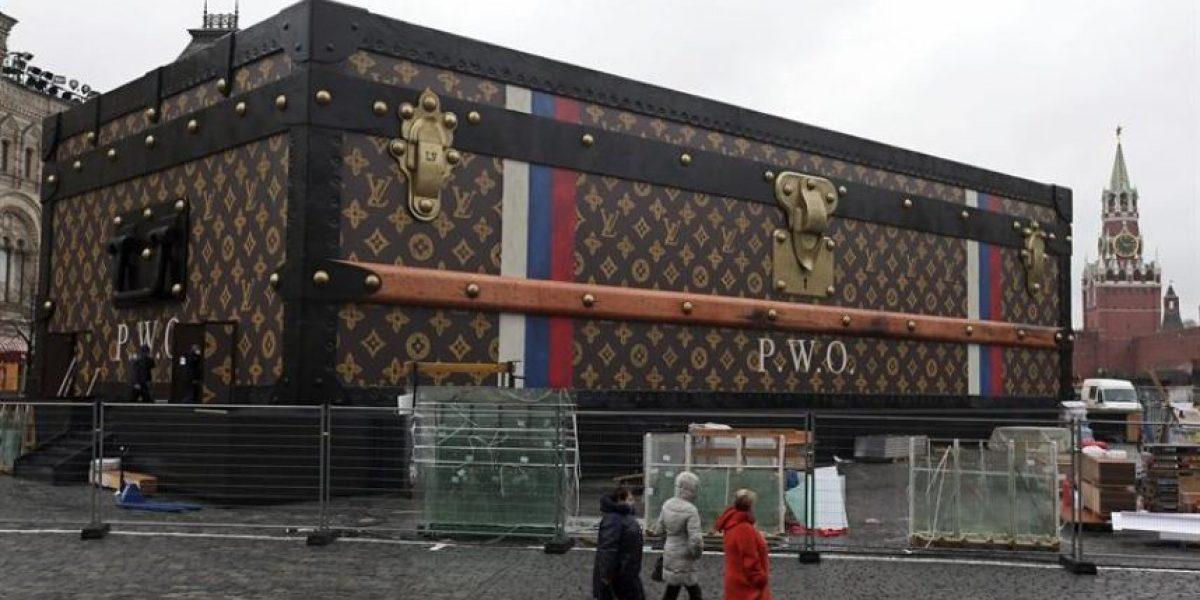Baúl gigante de Louis Vuitton instalado en la Plaza Roja de Moscú será desmontado
