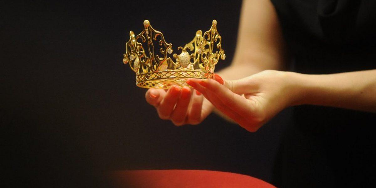Subastarán la tiara de oro que Victoria Beckham llevó en su boda